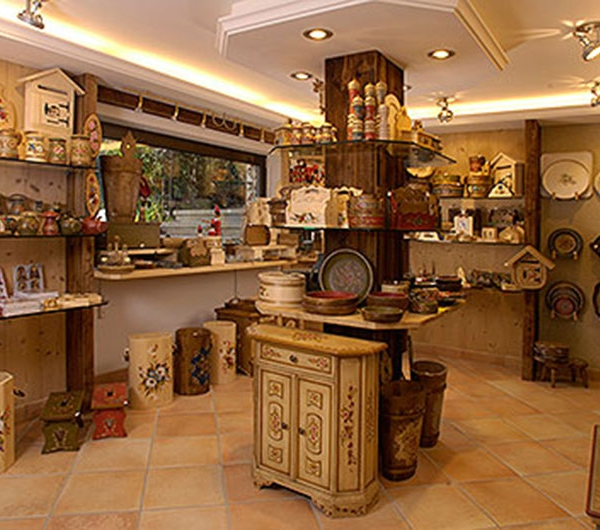 Wood carving company Albert Demetz